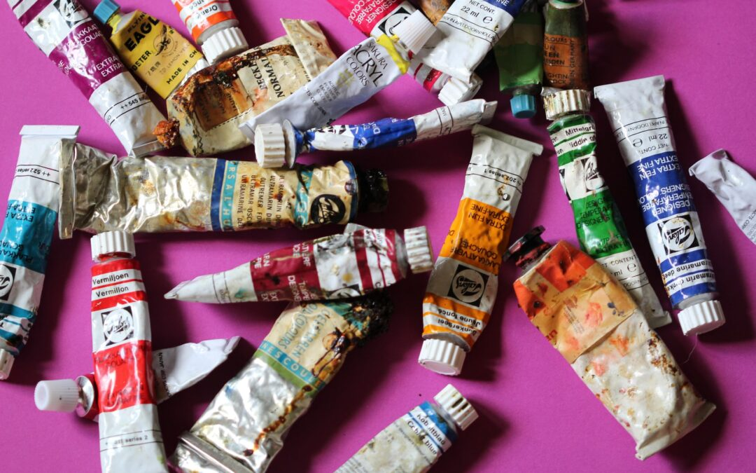12 Best Oil Paints for Beginners and Professionals